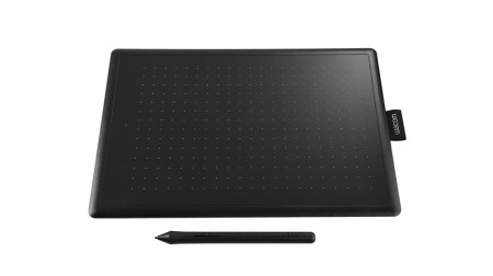 One by Wacom M New (029015)